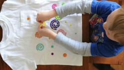Ζωγραφική σε μπλουζάκια ή καπελάκια