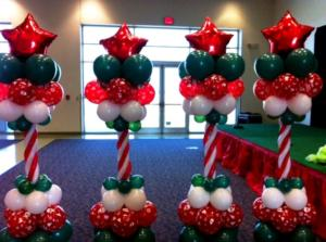 star-topped-christmas-balloon-columns